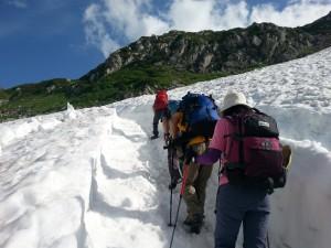 立山 雪渓を歩く